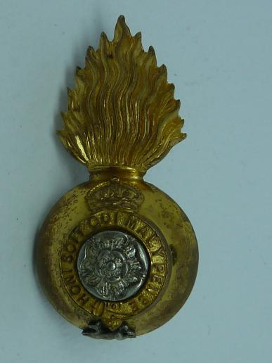 ROYAL FUSILIERS [City of London Regiment] OFFICERS FIELD SERVICE CAP / COLLAR BADGE