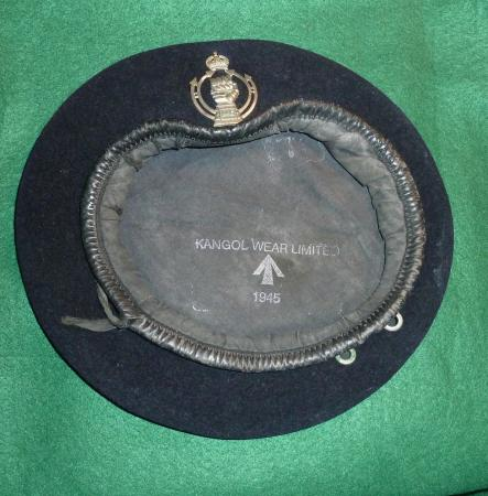 DATED 1945 ROYAL ARMOURED CORPS CAP BADGE AND BERET.