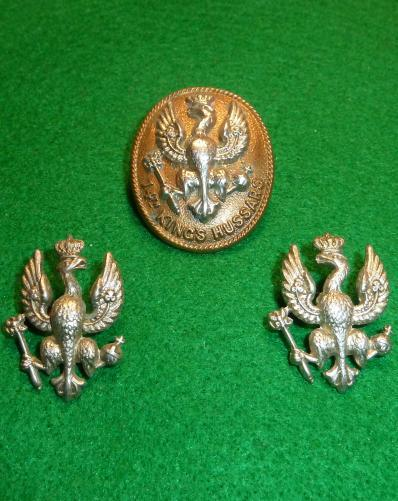 14th KINGS HUSSARS CAP BADGE & [PAIR FACING] COLLAR SET