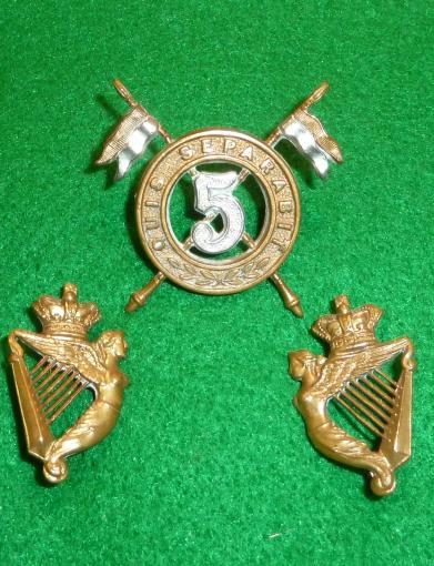 THE 5th [ROYAL IRISH] LANCERS CAP BADGE & COLLAR [FACING PAIR] BADGE SET.